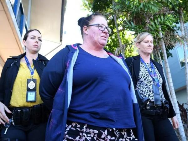 체포된 새엄마 화이트 새넌.jpg